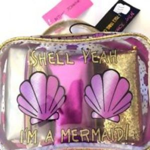 "🆕️Betsy Johnson ""Shell Yeah.....Cosmetic Bags"